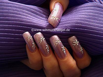 Fingernail motif with nail art pen