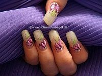 Fingernail motif with crushed shell