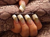 Nail art motif with french manicure templates