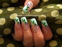 Motif for fingernails with colour gel in mint