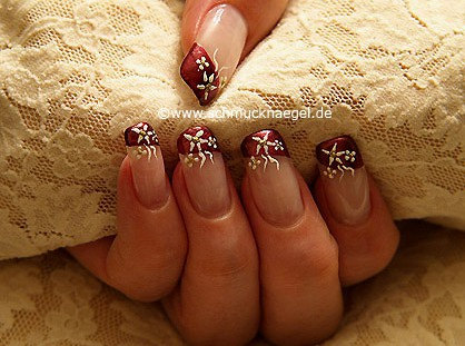 French motif with nail lacquer in copper