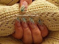 Nail art for springtide with glitter-powder