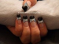 Nail lacquer and nail art liner for decorating