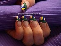 Mosaic design as fingernail motif with lacquers