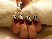 Zebra motif in white and aubergine