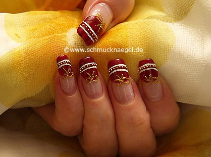 Easter motif with nail art bouillons and liner