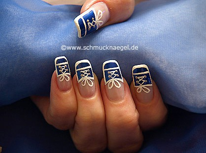 Sneaker motif as fingernail decoration