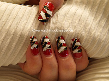 Nail art liner and nail lacquers in different colours