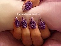 Fingernail design with caviar effect