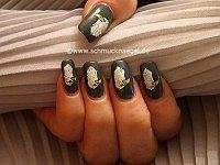 Eagle motif with nail lacquer and nail art liner