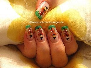 Scarecrow as fingernail design with nail art liner