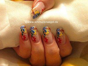 Bird as fingernail motif with nail lacquer
