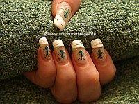Lizard as motif for the fingernails