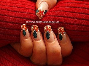 Christmas poinsettia as fingernail motif