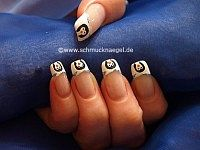 Penguin as winter motif for the fingernails