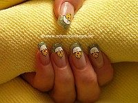 Easter chick as decoration for fingernails