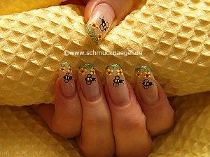 Bee and flowers as nail art motif