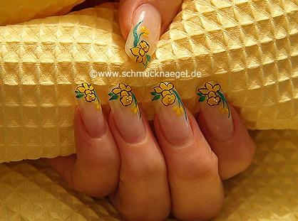 Daffodil as fingernail motif for Easter