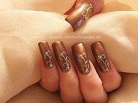 Nail art liner and polish for autumn motif