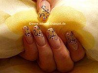 Decoración de uñas con esmalte en cobre-glitter