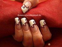 Manicura francesa con nail art liner y esmalte