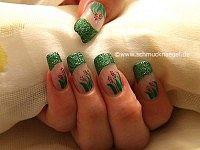 Decoración de uñas en verde-glitter