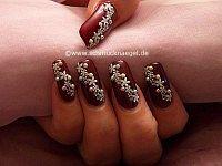 Nail art pegatina y perlas medias