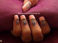 Nail sticker y esmalte en rosa