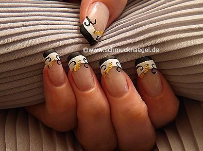 Decoración de uñas con papel de oro