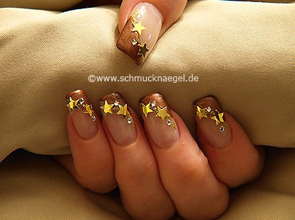 Estrellas y piedras strass para motivo de uñas