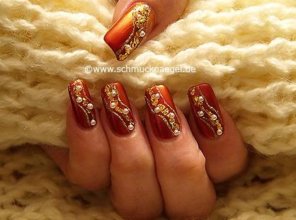 Uñas decoradas con papel de oro