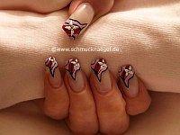 Varios nail art liner para uñas con manicura francesa