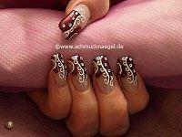 Decoración de uñas con motivo ornamento