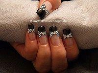 Esmalte y nail art liner para decorar las uñas