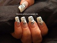 Embellecer las uñas con esmalte y piedras strass