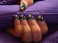 Diseño mosaico para decoración de uñas con lacas