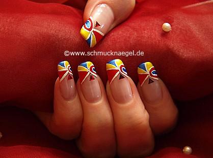 Manicura francesa con cuatro colores para uñas