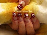 Motivo de pascua con perlitas para uñas