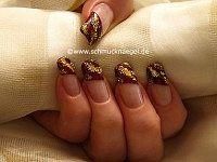 Papel y perlitas de oro para decorar las uñas