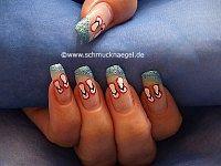 Chancletas motivo de verano en uñas