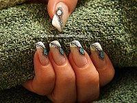 Pluma de pavo real diseño de uñas