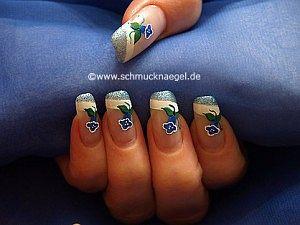 Campánula motivo para uñas con esmaltes
