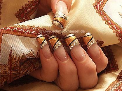Motivo de uñas francesas en marrón y oro