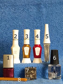 Produkte für die Nagelkunst in weinrot und silber-glitter - Nagellack, Nailart Pen, Nailart Liner, Strasssteine, Spot-Swirl, Klarlack