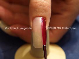 Nagellack in der Farbe weinrot