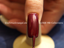 Nagellack in der Farbe hellweinRot