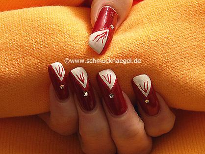 Nagel-Dekor in rot mit Strassstein