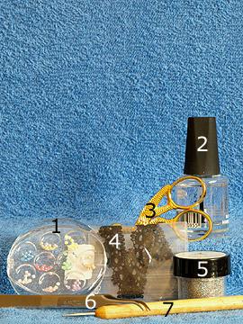 Produkte für das Fingernagel Motiv mit Halbperlen und Nagelbordüre - Halbperlen, Nagelbordüre, Glitter-Pulver, Spot-Swirl, Klarlack