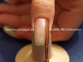 Nagellack in der Farbe braun