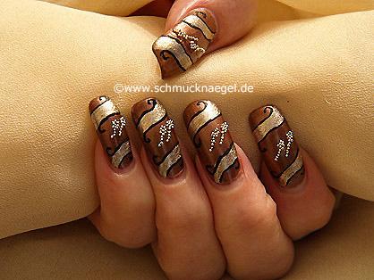 Fingernagel Motiv mit Nailart Bouillons in silber